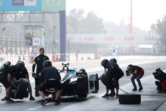 Stoffel Vandoorne, Mercedes Benz EQ, EQ Silver Arrow 01 with a practice pit stop