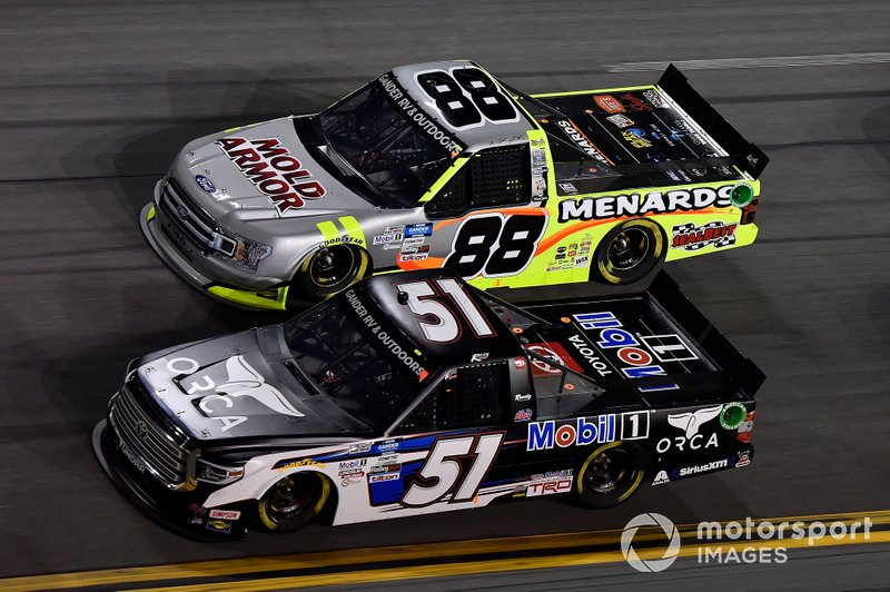 Riley Herbst, Kyle Busch Motorsports, Toyota Tundra Mobil 1, Grant Enfinger, ThorSport Racing, Ford F-150 Champion/ Curb Records