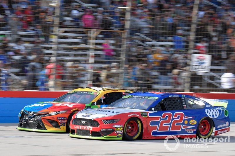 Kyle Busch, Joe Gibbs Racing, Toyota Camry M&M's, Joey Logano, Team Penske, Ford Mustang AAA Insurance