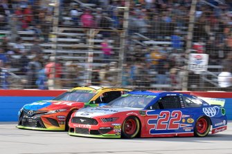 Kyle Busch, Joe Gibbs Racing, Toyota Camry M&M's, Joey Logano, Team Penske, Ford Mustang AAA Insurance