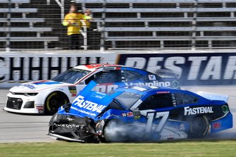 Crash: Ricky Stenhouse Jr., Roush Fenway Racing, Ford Mustang Fastenal