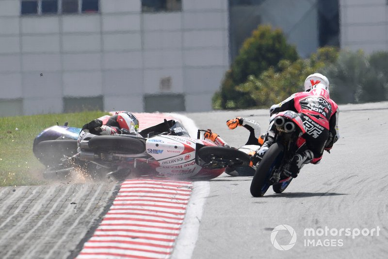 La caduta di Ayumu Sasaki, SIC Racing Team, Andrea Migno, Bester Capital Dubai, Kaito Toba, Honda Team Asia