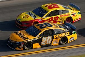 Erik Jones, Joe Gibbs Racing, Toyota Camry DeWalt, Joey Logano, Team Penske, Ford Mustang Shell Pennzoil