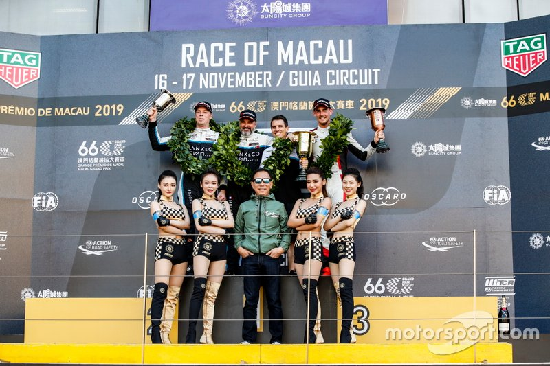Podium: Race winner Yvan Muller, Cyan Racing Lynk & Co 03 TCR, second place Thed Björk, Cyan Racing Lynk & Co 03 TCR, third place Kevin Ceccon, Team Mulsanne Alfa Romeo Giulietta TCR