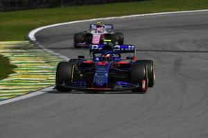 Pierre Gasly, Toro Rosso STR14, en Lance Stroll, Racing Point RP19