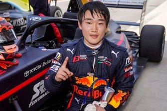 Il vincitore della gara Yuki Tsunoda