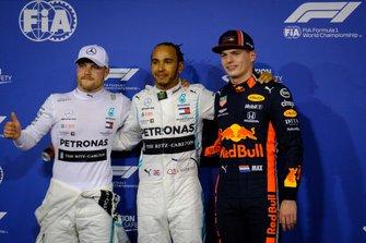 Обладатель поула Льюис Хэмилтон, второе место – Валттери Боттас, Mercedes AMG F1, третье место – Макс Ферстаппен, Red Bull Racing