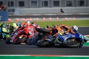Joan Mir, Team Suzuki MotoGP, Danilo Petrucci, Red Bull KTM Tech 3, caída