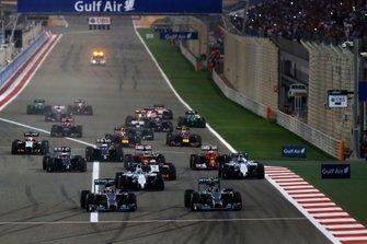 Nico Rosberg, Mercedes W05, y Lewis Hamilton, Mercedes W05