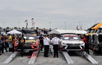 Martin Truex Jr., Joe Gibbs Racing, Toyota Camry Bass Pro Shops, Erik Jones, Joe Gibbs Racing, Toyota Camry SportClips