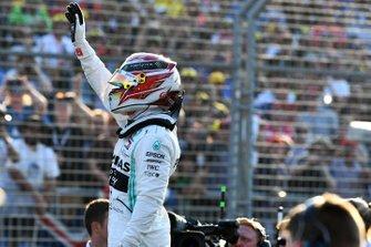 Lewis Hamilton, Mercedes AMG F1, fête sa pole position