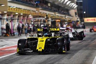Daniel Ricciardo, Renault R.S.19, leads Antonio Giovinazzi, Alfa Romeo Racing C38, in the pit lane