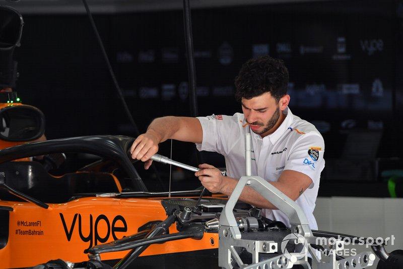 McLaren MCL34 front suspension