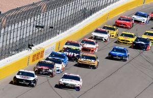 Kevin Harvick, Stewart-Haas Racing, Ford Mustang Jimmy John's, Denny Hamlin, Joe Gibbs Racing, Toyota Camry FedEx Office