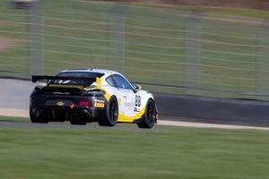 #88 GT Marques Porsche Cayman 718 GT4 Clubsport: Chris Car, Dino Zamparelli