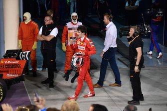 Charles Leclerc, Ferrari, troisième, dans le parc fermé