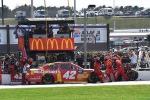 Kyle Larson, Chip Ganassi Racing, Chevrolet Camaro McDonald's, makes a pit stop