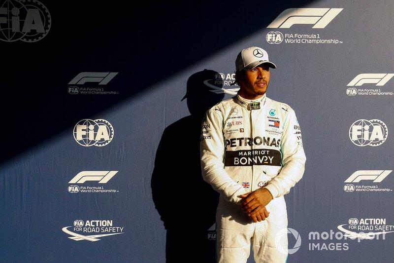 На Гран При Австралии Льюис Хэмилтон выиграл 84-ю поул-позицию в Формуле 1. По этому показателю он является абсолютным лидером и опережает Михаэля Шумахера (68 поулов) и Айртона Сенну (65)