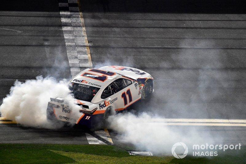 Denny Hamlin, Joe Gibbs Racing, Toyota Camry FedEx Express gana