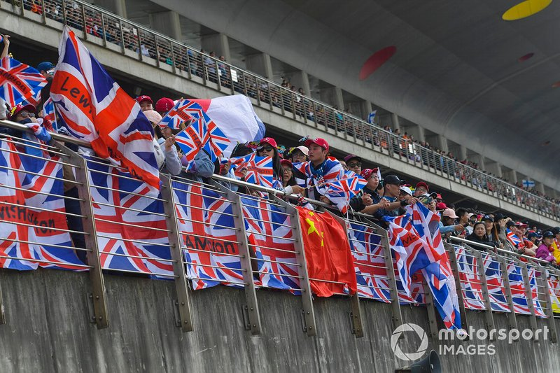 Crowd support for Lewis Hamilton, Mercedes AMG F1