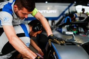 Venturi mechanics work on the front-right section of Felipe Massa, Venturi Formula E, Venturi VFE05