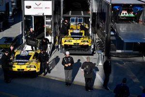#4 Corvette Racing Corvette C7.R, GTLM: Oliver Gavin, Tommy Milner, Marcel Fassler, #3 Corvette Racing Corvette C7.R, GTLM: Jan Magnussen, Antonio Garcia, Mike Rockenfeller