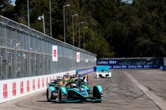 Nelson Piquet Jr., Jaguar Racing, Jaguar I-Type 3 leadsAndre Lotterer, DS TECHEETAH, DS E-Tense FE19
