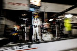Пит-стоп: Матье Жамине, Эрл Бамбер, Лоренс Вантхор, Porsche GT Team, Porsche 911 RSR (№912)