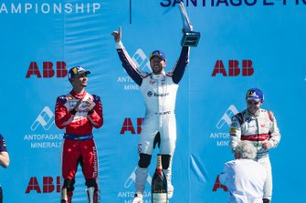 Sam Bird, Envision Virgin Racing, celebra junto Pascal Wehrlein, Mahindra Racing, Daniel Abt, Audi Sport ABT Schaeffler.