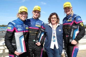 Podio: #83 Kessel Racing Ferrari F488 GTE: Manuela Gostner, Rahel Frey, Michelle Gatting