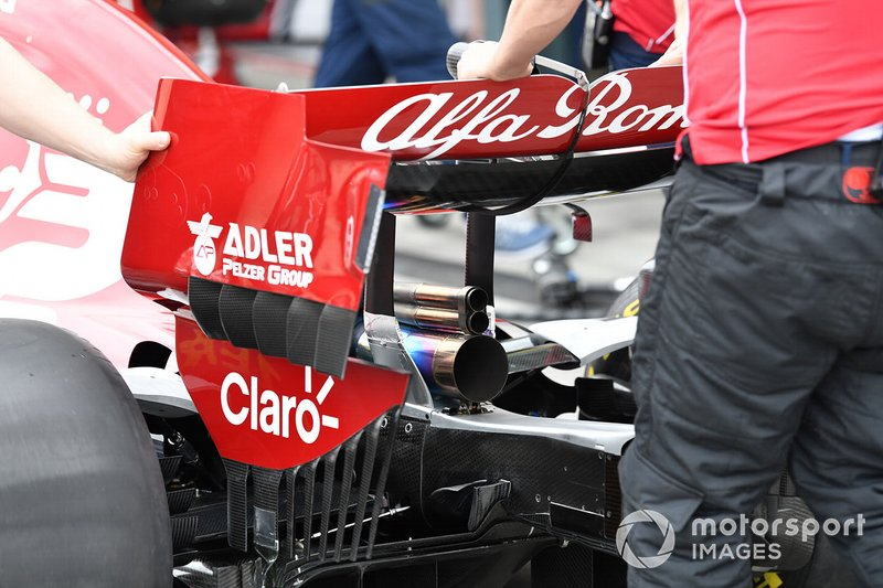 Exhaust and rear wing of the Alfa Romeo Racing C38