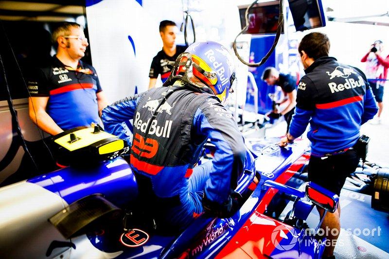 Alexander Albon, Toro Rosso, climbs into his car