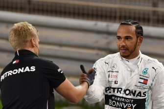 Lewis Hamilton, Mercedes AMG F1, on the grid with a mechanic after Qualifying