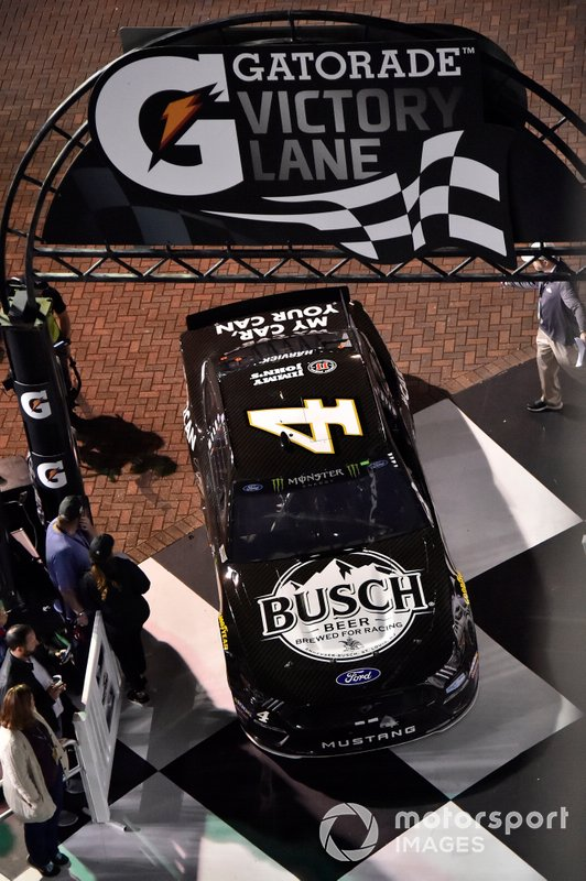 Winner Kevin Harvick, Stewart-Haas Racing, Ford Mustang Busch Beer Car2Can