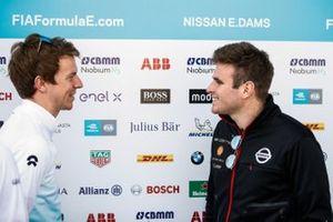 Oliver Turvey, NIO Formula E Team, talks to Oliver Rowland, Nissan e.Dams
