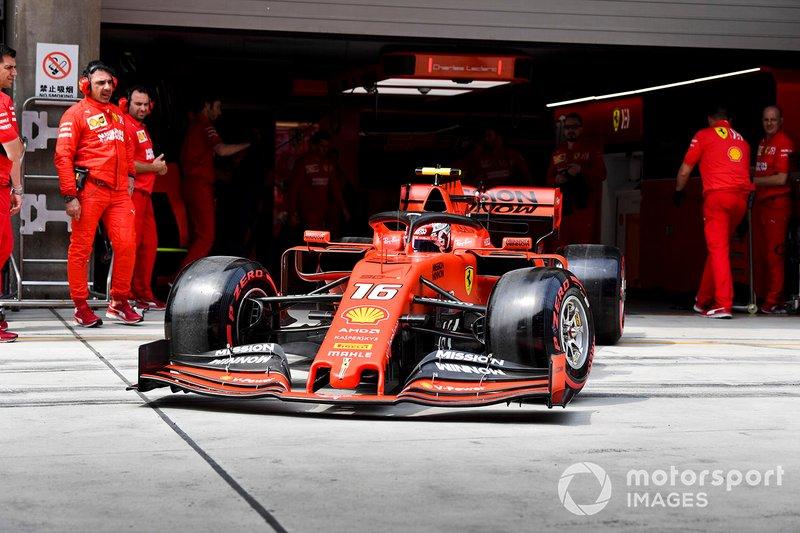 Charles Leclerc, Ferrari SF90, lascia il garage