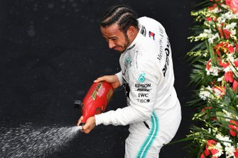 Lewis Hamilton, Mercedes AMG F1, 1st position, sprays Champagne