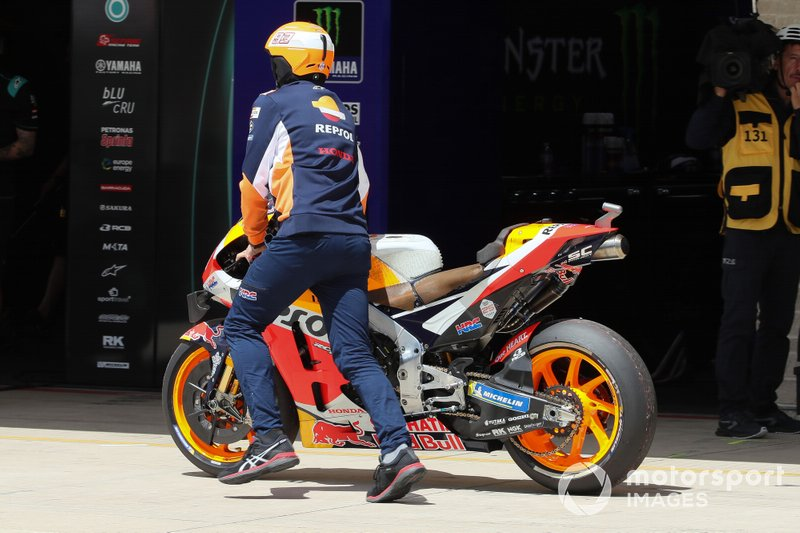 Jorge Lorenzo, Repsol Honda Team bike with thrown chain