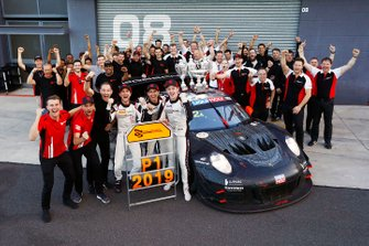 Race winners #912 EBM Porsche 911 GT3-R: Dirk Werner, Dennis Olsen, Matt Campbell with Earl Bamber, EBM and team members