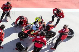 Alvaro Bautista, Aruba.it Racing-Ducati Team, Chaz Davies, Aruba.it Racing-Ducati Team wheel change