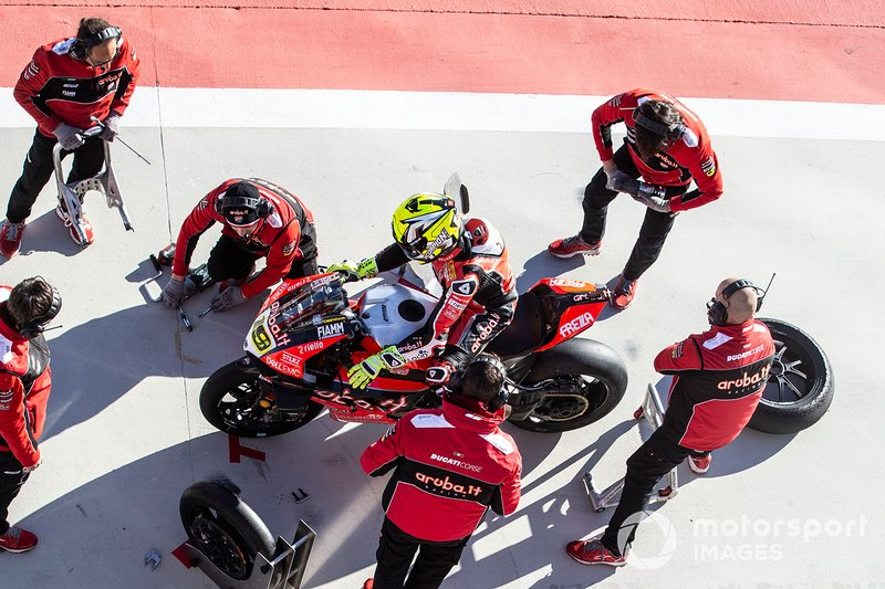 Alvaro Bautista, Aruba.it Racing-Ducati Team, Chaz Davies, Aruba.it Racing-Ducati Team cambio gomme