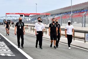Valtteri Bottas, Mercedes, con ila sua squadra