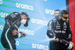 Race Winner Lewis Hamilton, Mercedes and Valtteri Bottas, Mercedes celebrate on the podium with the champagne