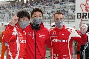 Koudai Tsukakoshi, Bertrand Baguette, Katsutomo Kaneishi (team director), #17 Astemo NSX-GT