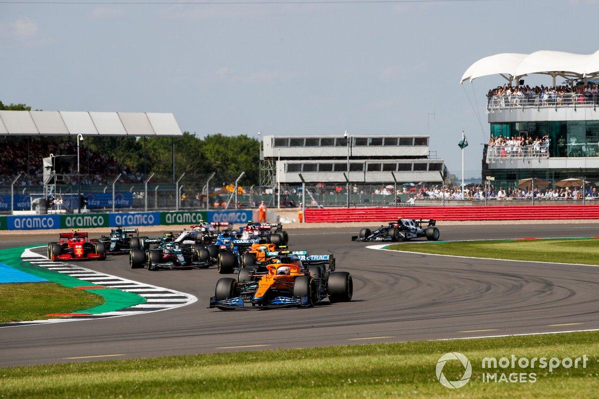 Lando Norris, McLaren MCL35M, Daniel Ricciardo, McLaren MCL35M, Sebastian Vettel, Aston Martin AMR21