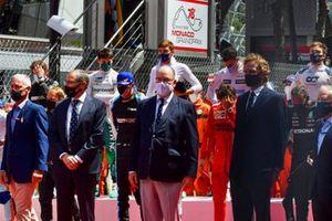 Stefano Domenicali, CEO Formule 1, Prins Albert II van Monaco, op de grid