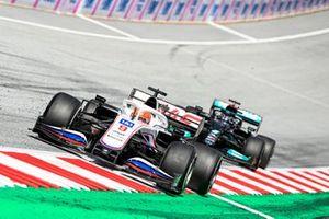 Nikita Mazepin, Haas VF-21, Lewis Hamilton, Mercedes W12
