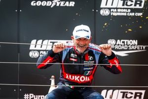 Podium: Gabriele Tarquini, BRC Hyundai N LUKOIL Squadra Corse Hyundai Elantra N TCR