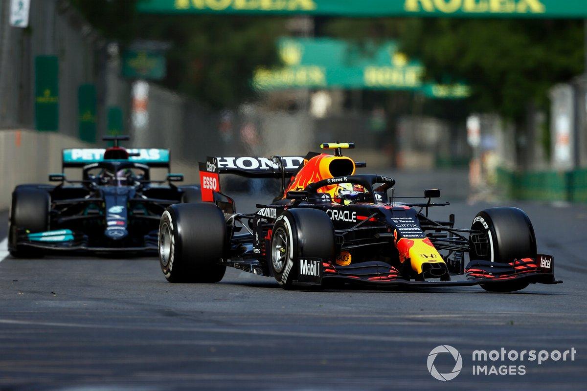 Sergio Perez, Red Bull Racing RB16B, Lewis Hamilton, Mercedes W12