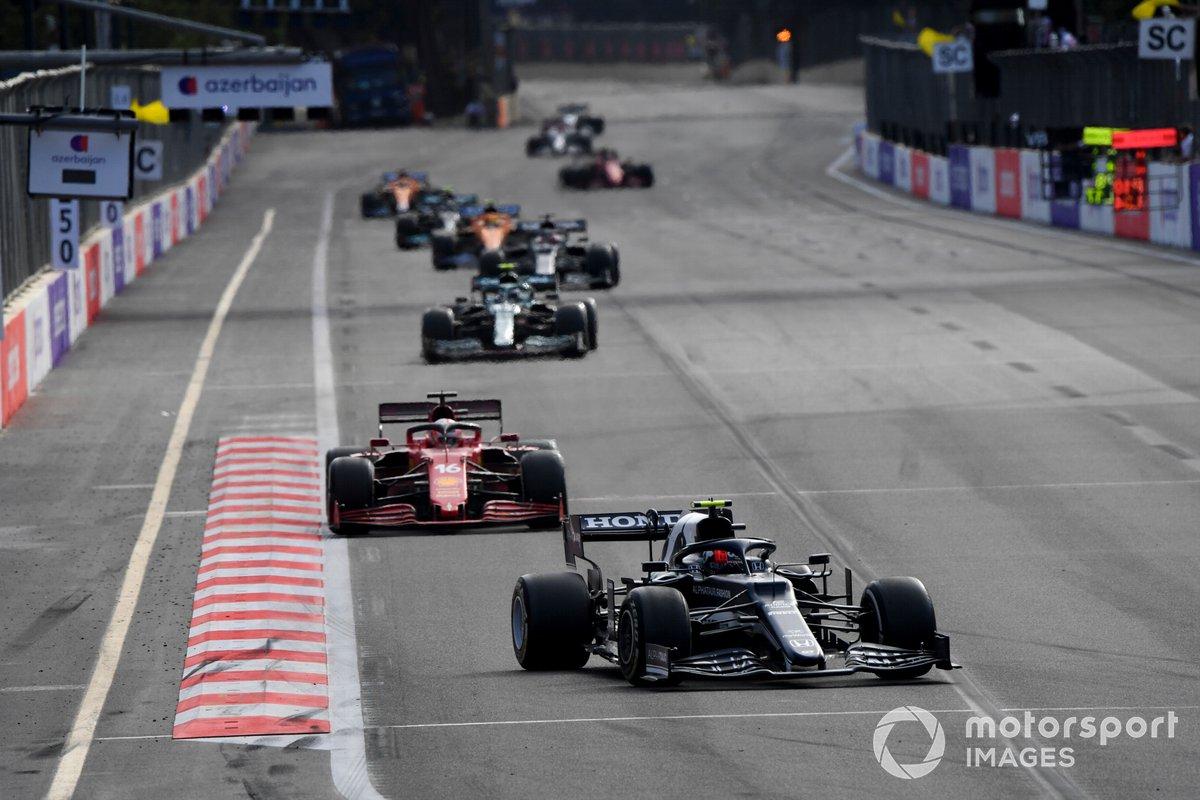 Pierre Gasly, AlphaTauri AT02, Charles Leclerc, Ferrari SF21, Sebastian Vettel, Aston Martin AMR21